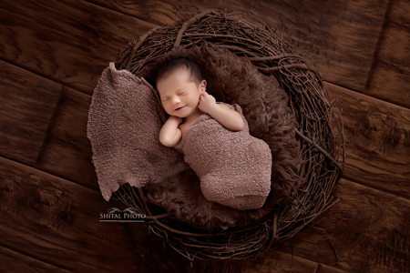 How to choose the right Newborn Photographer